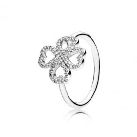 """Pandora """"Pétalos de Amor"""" anillo en plata."""
