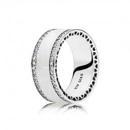 Pandora anillo Banda de corazones Perlados en plata y esmalte.