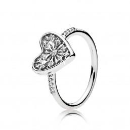 "Pandora ""Corazón de Invierno"" anillo."