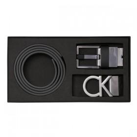 Calvin Klein Giftset de cinturón de piel con dos hebillas.