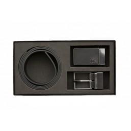 Calvin Klein Gift Set de cinturón de piel con dos hebillas.
