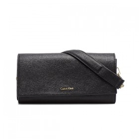 Calvin Klein bolso de mujer Instant Clutch en negro.