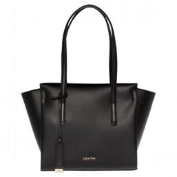 Calvin Klein bolso de mujer Modelo Frame Medium Shopper en negro.