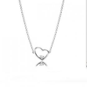 Pandora Corazón de Amor Asimétrico collar en plata