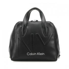 Calvin Klein NY Shaped bolso de mano negro